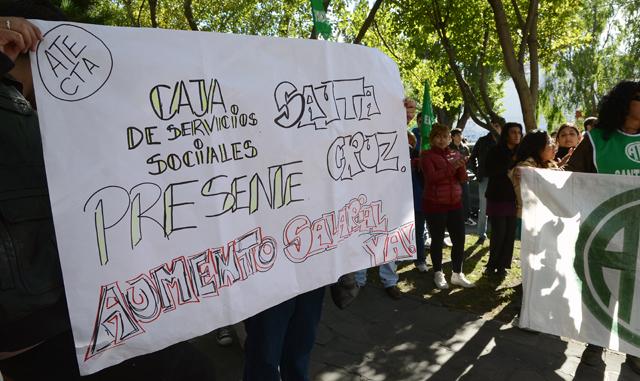 La marcha frente a casa de gobierno - Foto: OPI Santa Cruz/Francisco Muñoz