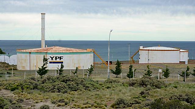 Playa de tanques de YPF en Comodoro Rivadavia - Foto: