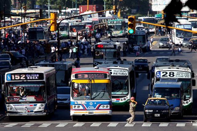Los subsidios no dejan de crecer: $ 60 millones por día para colectivos - Foto: