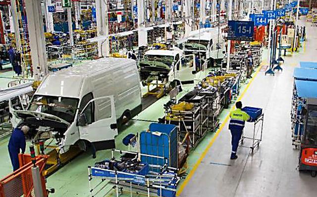 Por falta de actividad, dos plantas automotrices suspenden desde hoy a más de 1000 obreros