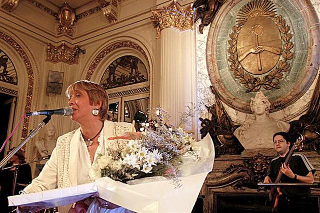 Por decreto, Cristina Kirchner creó el Ministerio de Cultura y designó a Teresa Parodi al frente de la cartera