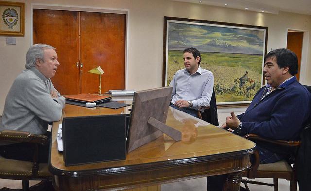 El Gobernador dijo no saber cómo el Intendente Córdoba maneja el tema salarial - Foto: Prensa Gobierno