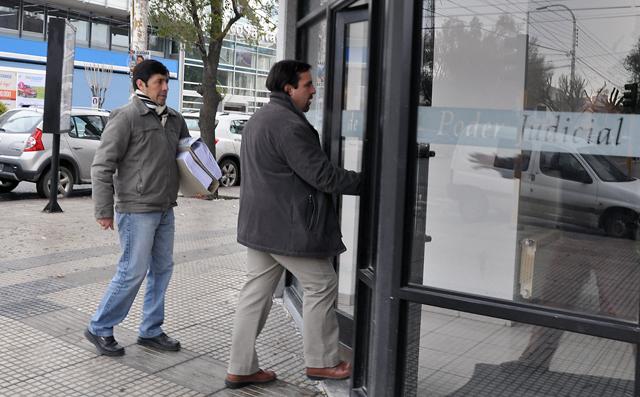 Ediles de Caleta Olivia aportaron pruebas al STJ para remover de su cargo al Intendente Córdoba