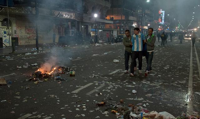 """Sergio Berni afirmó que hay 120 detenidos por los robos y destrozos en el Obelisco: """"Esto fue planificado"""""""