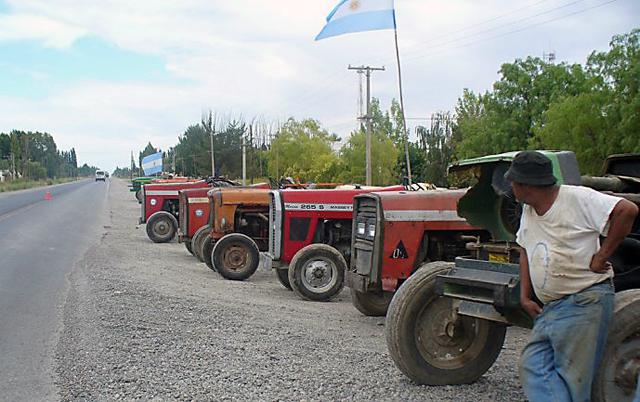Parte del campo vuelve a sacar los tractores a las rutas para protestar contra el Gobierno