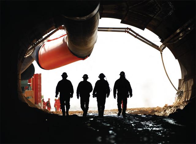 Mineros saliendo mina-