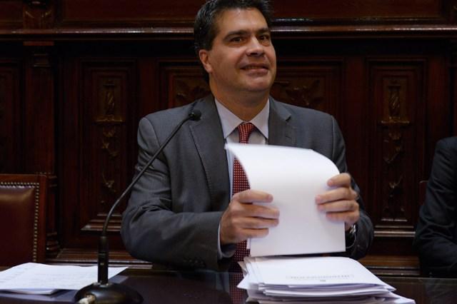"""El Gobierno evitó rechazar la idea de que """"si ganan Macri o Massa muchos morirán de HIV"""""""