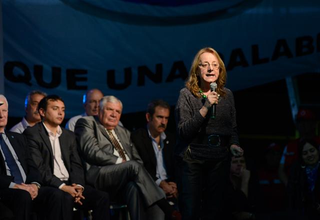 Alicia Kirchner durante su discurso en el acto de esta tarde en Río Gallegos - Foto: OPI Santa Cruz/Francisco Muñoz