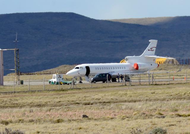 El Falcón 7X matricula HB-JSS en el aeropuerto de Río Gallegos - Foto: OPI Santa Cruz/Francisco Muñoz