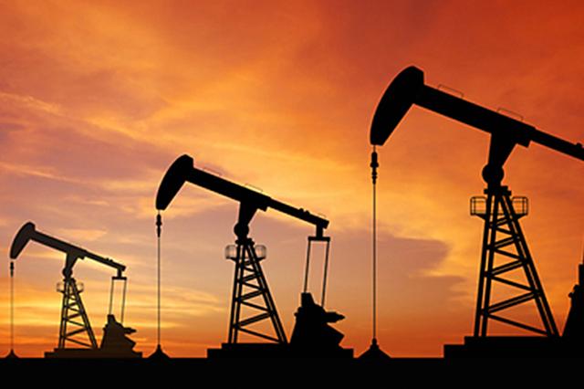Impacto para la economía global: el crudo, en su nivel más bajo en 5 años
