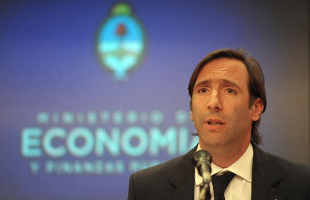 Lorenzino, el que se quería ir, suma un nuevo cargo: embajador en Luxemburgo