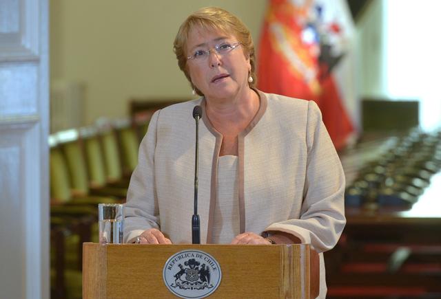 Bachelet da la cara frente al escándalo de corrupción que afecta a su hijo