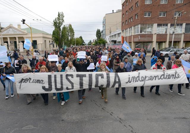 Más de un millar de personas se sumaron a la marcha del silencio en Río Gallegos - Foto: OPI Santa Cruz/Francisco Muñoz