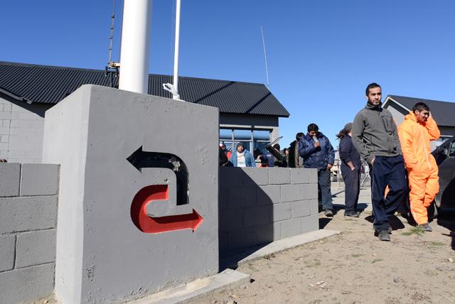 Obreros de Austral Construcciones SA paran y hacen piquete en la provincia, por falta de pago - Foto: OPI Santa Cruz/Francisco Muñoz