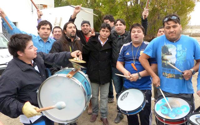 El momento en que Claudio Vidal es liberado - Foto: Prensa Petroleros