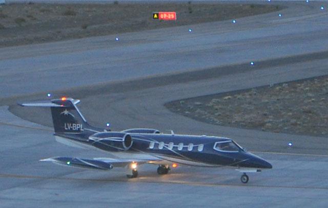 El Lear Jet LV BPL en el aeropuerto de El Calafate - Foto: Gentileza Charlie Foxtrot