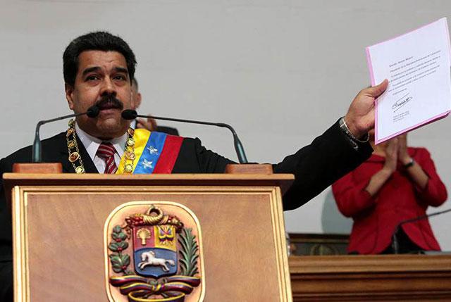 Las empresas se dolarizan para sobrevivir en Venezuela