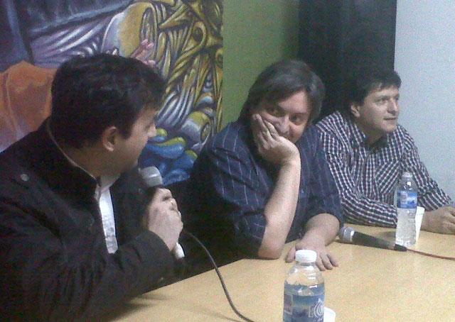 """Alicia, Zannini, Scioli y Máximo inauguran el """"Café literario Ateneo NK"""" en medio de una ciudad convulsionada - Foto: Facebook Pablo Grasso"""