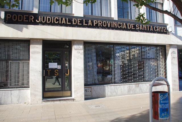 El STJ le quitó a la Jueza Betina Bustos de Río Turbio un Juzgado, le dejó el Penal, pero no arregló el problema de fondo