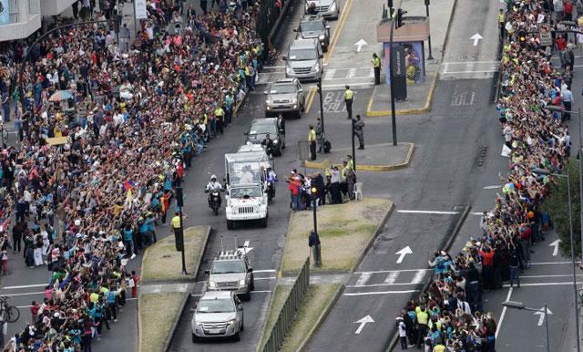 Más de un millón de fieles esperan la misa campal del papa Francisco en Ecuador