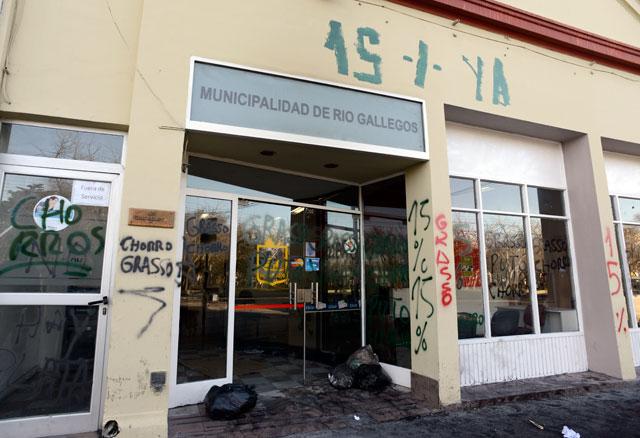 Municipales acataron orden judicial de levantar bloqueos y piquetes. Si no hay propuesta, vuelven el lunes - Foto: OPI Santa Cruz/Francisco Muñoz