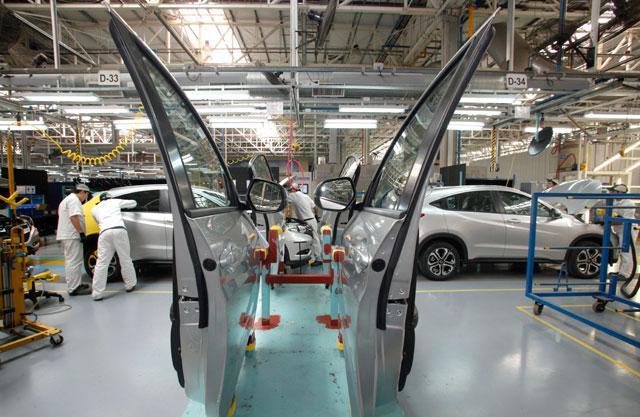 Aumentan las suspensiones en la industria automotriz