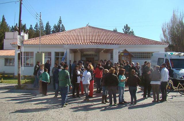 La crisis en el hospital de Los Antiguos decidió a médicos, enfermeros, choferes y administrativos a parar toda la actividad de Salud