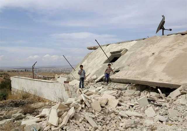 Gigantesca ofensiva contra rebeldes en Siria por tierra y desde el mar
