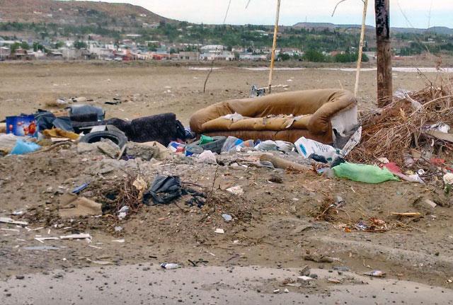 En Caleta Olivia usurparon 350 viviendas, hay paro municipal hace un mes y a Córdoba le soltaron la mano