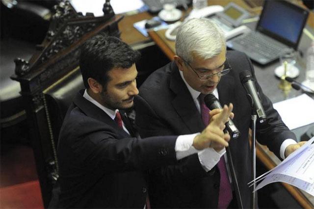 Con escándalo, imponen a dos dirigentes de La Cámpora para controlar al Gobierno
