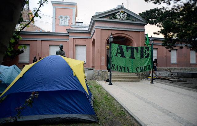 ATE abandonó casa de gobierno y el Ministro no reconoció negociaciones