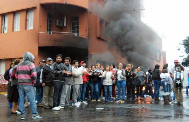"""En Concepción, Tucumán, el intendente está atrincherado y """"sitiado por punteros kirchneristas"""""""