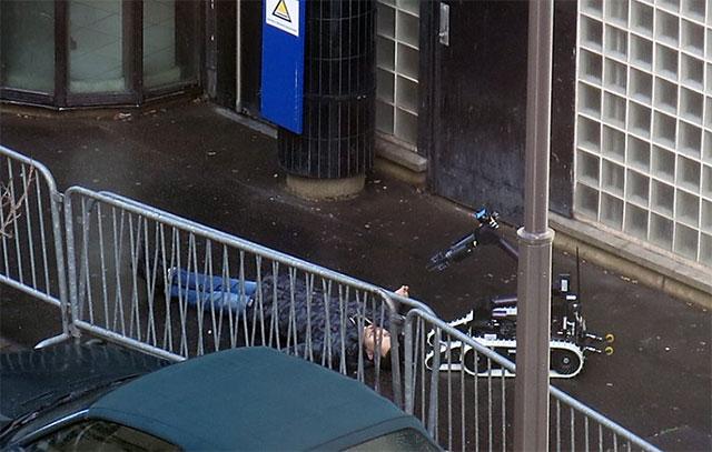 París: un hombre intentó entrar a una comisaría armado con un cuchillo y fue abatido por la policía