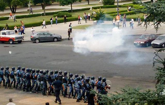 Incidentes frente a la Municipalidad de La Plata por los contratos dados de baja