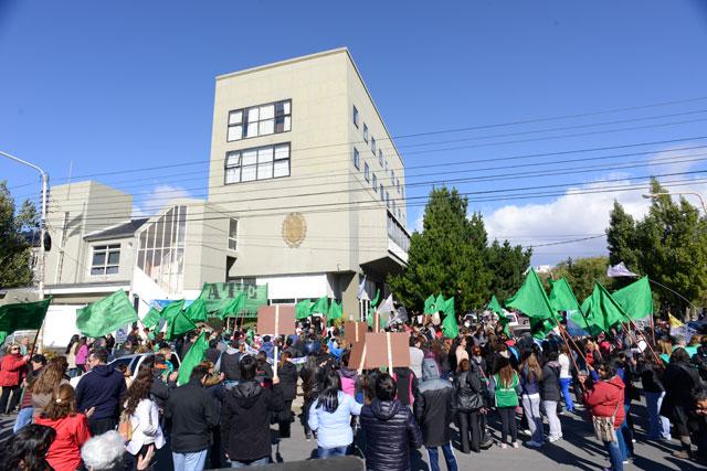 Marcha de gremios estatales en Río Gallegos – Foto: OPI Santa Cruz/Francisco Muñoz