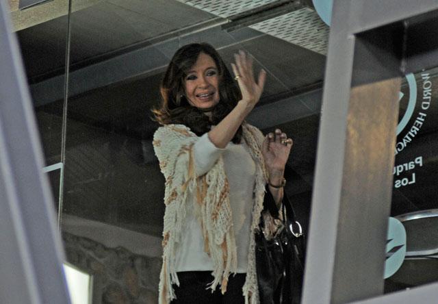 Le Monde vincula a Cristina Kirchner con una maniobra de lavado de dinero que usó el nombre de la Cruz Roja