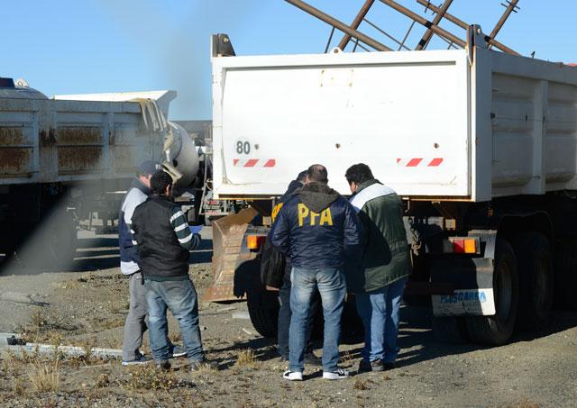 Las fuerzas federales allanan Austral Construcciones en Río Gallegos – Foto: OPI Santa Cruz/Francisco Muñoz