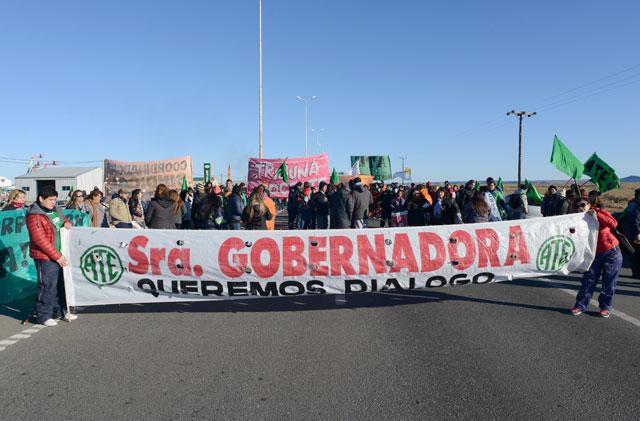 Sindicatos cortan acceso a Río Gallegos. Piquetes e interrupción del tránsito en protesta contra el gobierno provincial
