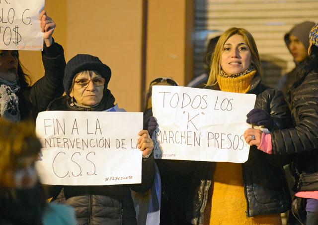 Manifestación de autoconvocados esta tarde en Río Gallegos – Foto: OPI Santa Cruz/Francisco Muñoz
