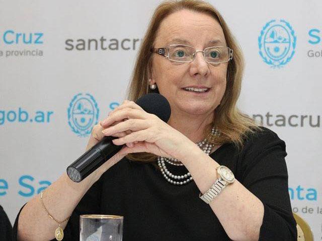 """La gobernadora maquilla de """"democrático"""" un """"debate"""" que no está en sus manos"""
