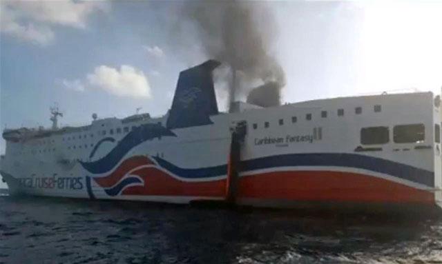 Arde un ferry en las costas de Puerto Rico: evacuan a los más de 500 pasajeros