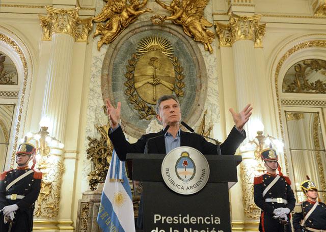 Macri les reintegró el dinero de las obras sociales a los gremios