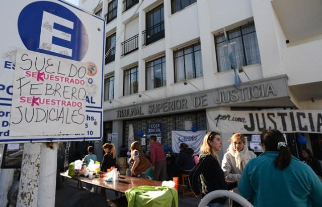 Alicia ratificó que no tiene plata, los sindicatos y jubilados toman edificios y la incertidumbre se apodera de todos y todas