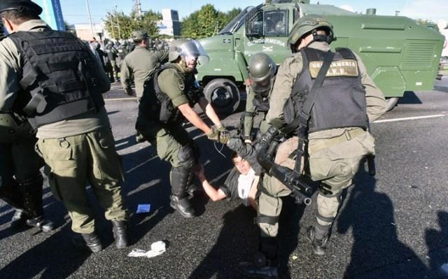 La Gendarmería desalojó a los piqueteros y liberó el tránsito en la autopista Panamericana