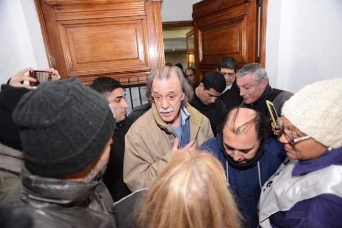 Alicia Kirchner fue evacuada de casa de gobierno a las 05:40 hs