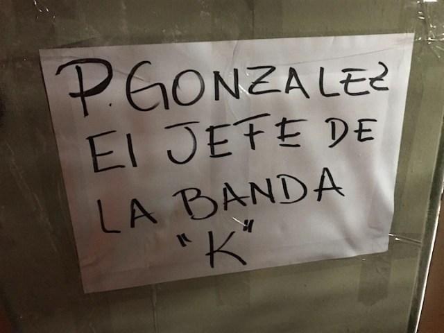 Manifestantes llenaron las paredes de carteles alegóricos a Alicia, Cristina y Pablo González