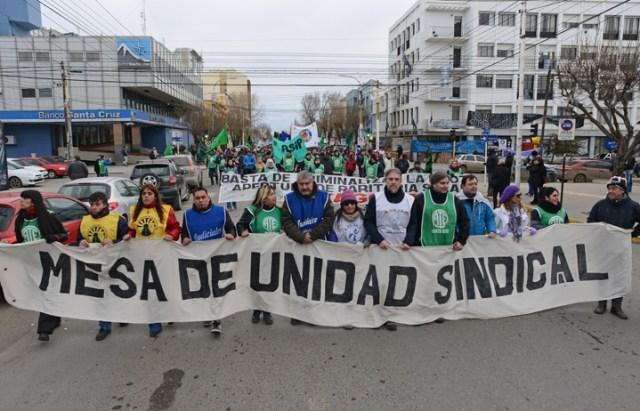 Marchó la Mesa de Unidad Sindical en contra del gobierno provincial