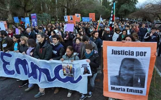 Una multitud de estudiantes universitarios pidió justicia por el femicidio de Emma