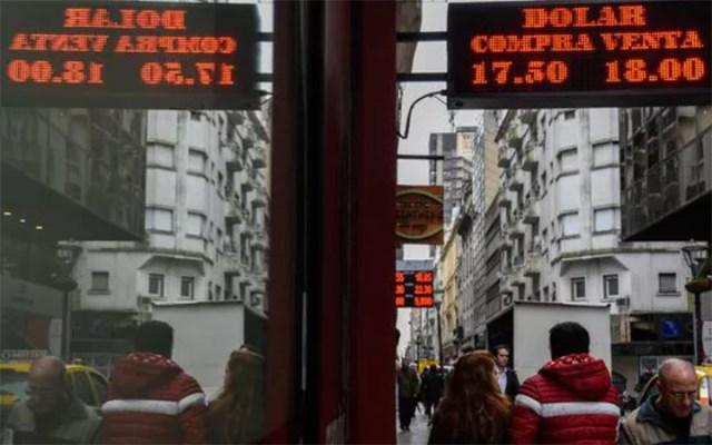 El BCRA, forzado a redoblar esfuerzos para mantener el dólar debajo de $ 18