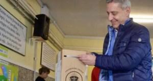 El gobernador peronista Mariano Arcioni se adjudicó el triunfo en Chubut y se lo dedicó a Sergio Massa